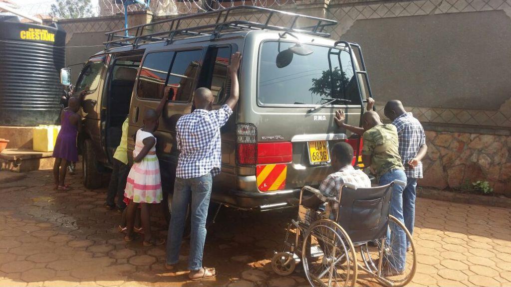 kids praying for the new van
