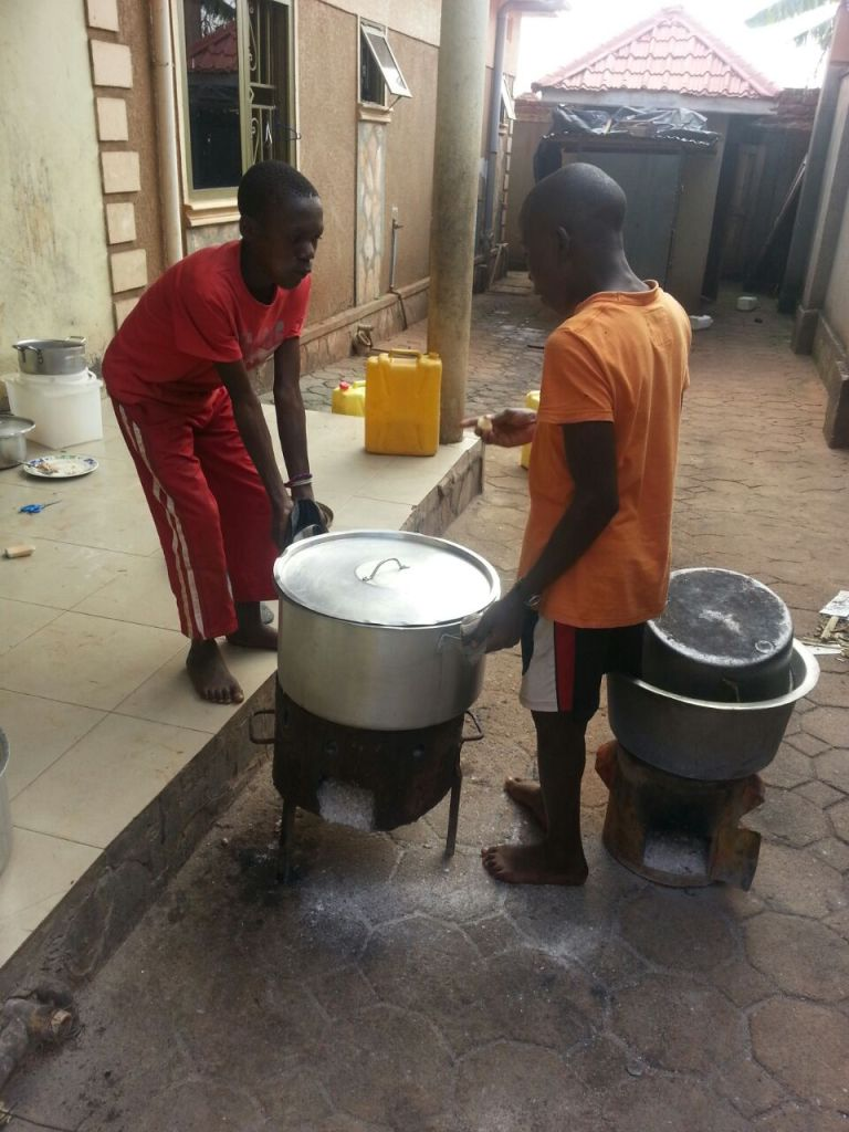kids helping to cook